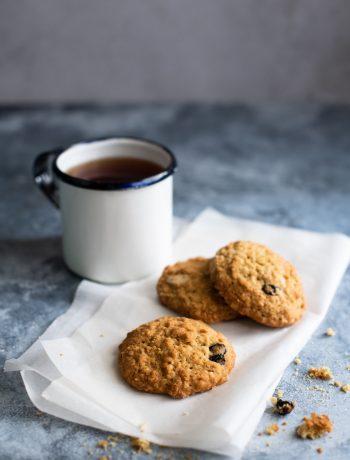 Oatmeal raisin cookies with coffee