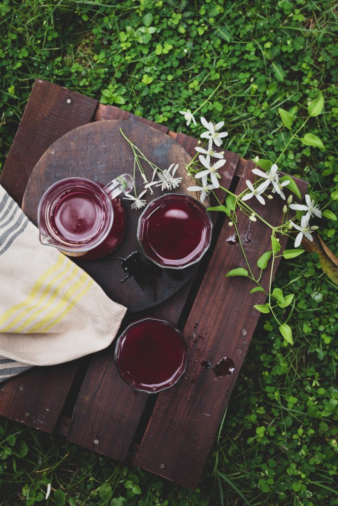 Arabian grape juice with pulp-ball grape juice