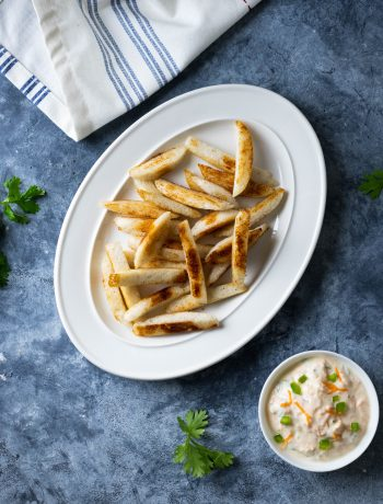 fried idli with yogurt dip
